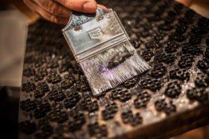 Tecnica di stampa della stoffa con la planca di legno
